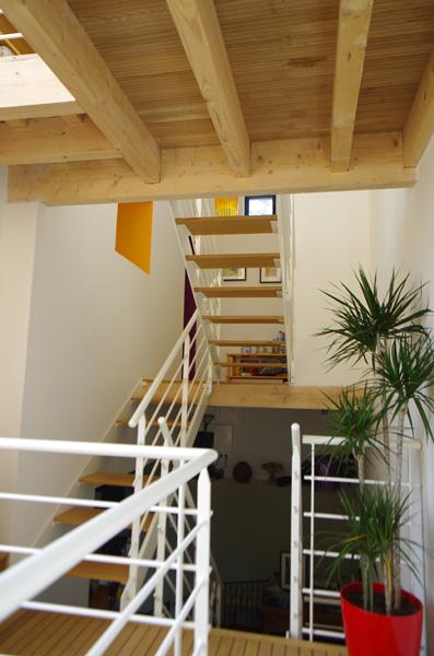 escalier vide sur séjour